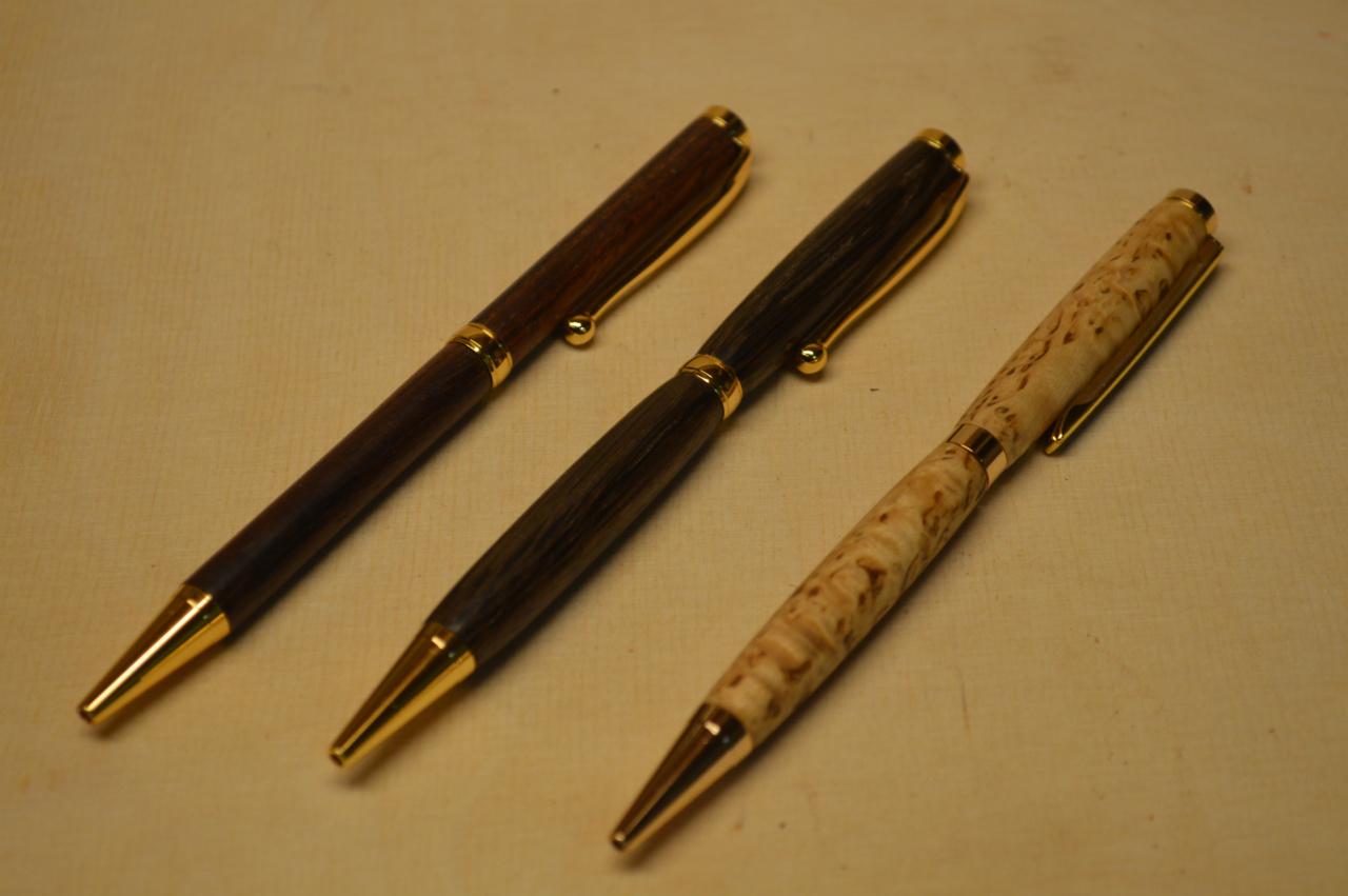 Kuglepenne i forskellige eksklusive træsorter